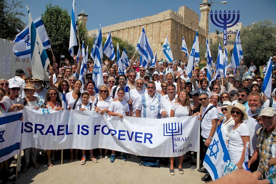 Israel is Forever devant le caveau des patriarches à Hebron