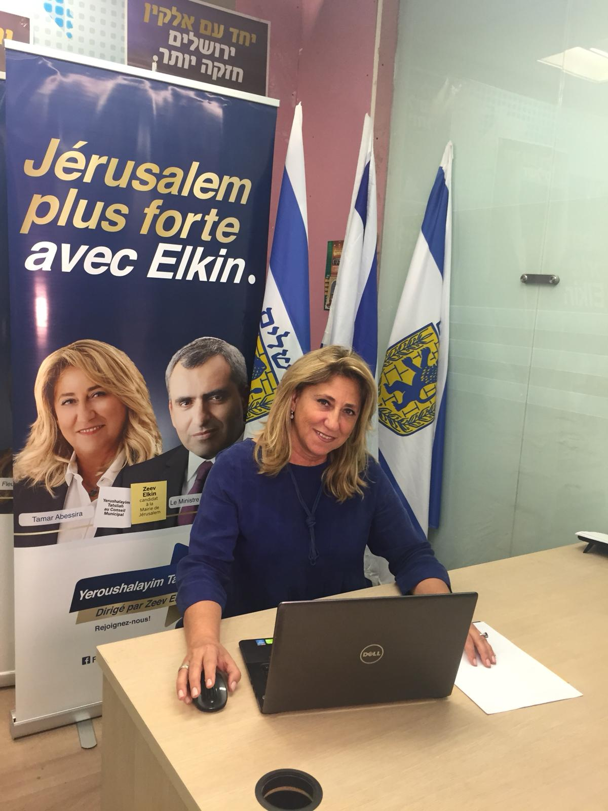 Tamar Abessira à son bureau